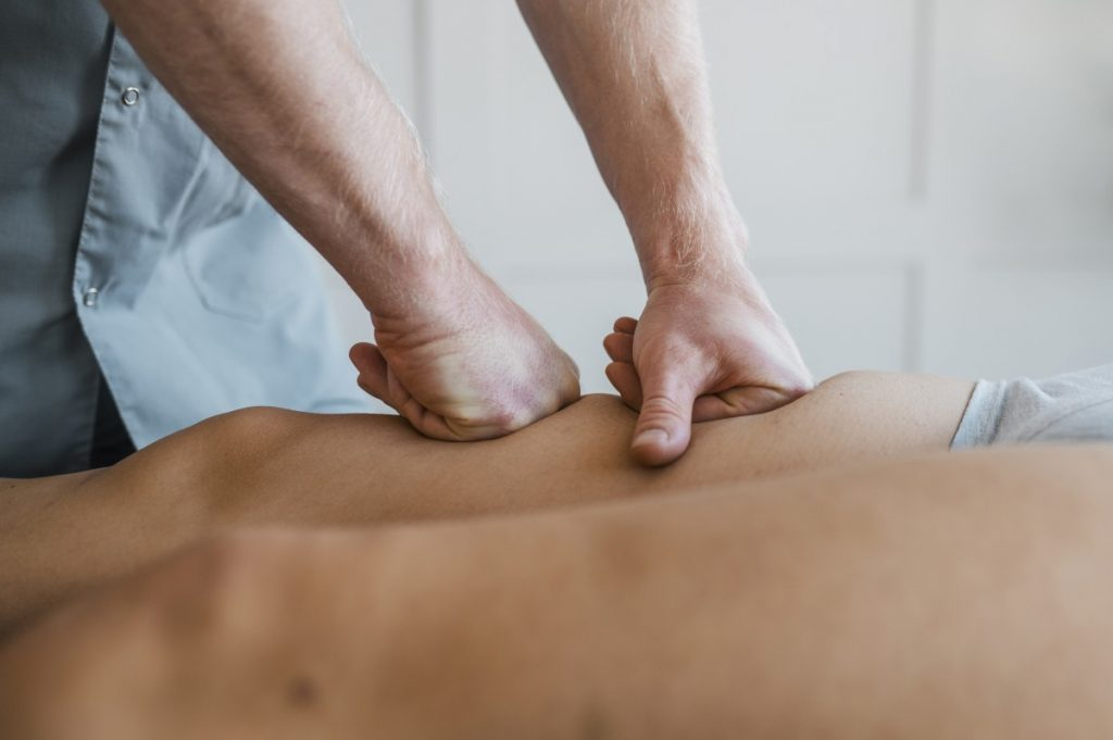 Knots in Knead male-physiotherapist-massage-session-with-female-patient-1024x681